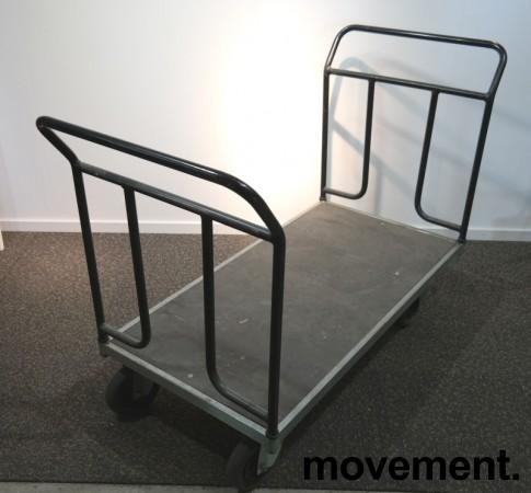 Eldre tralle i metall / treverk, 65cm bredde, 125cm lengde, 100cm høyde, brukt bilde 1