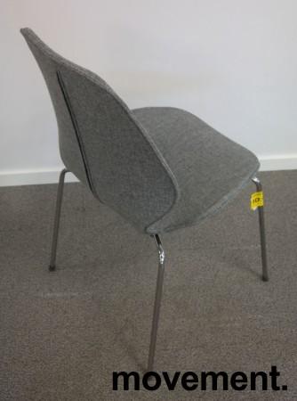 Designstol: ForaForm City i grått stoff, norsk designklassiker i ny produksjon, pent brukt bilde 2
