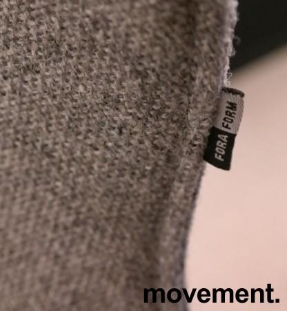 Designstol: ForaForm City i grått stoff, norsk designklassiker i ny produksjon, pent brukt bilde 4