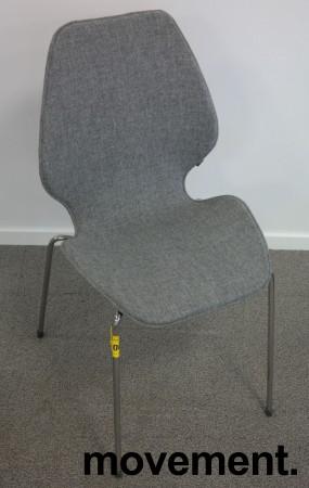 Designstol: ForaForm City i grått stoff, norsk designklassiker i ny produksjon, pent brukt bilde 1