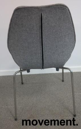 Designstol: ForaForm City i grått stoff, norsk designklassiker i ny produksjon, pent brukt bilde 3