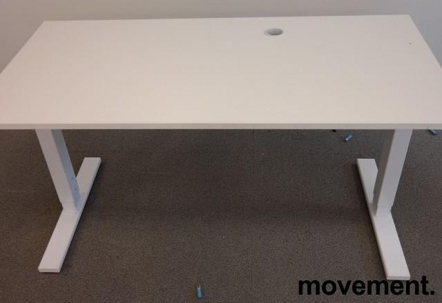 Lekkert skrivebord i hvitt fra SA Möbler, 140x70cm, pent brukt bilde 2