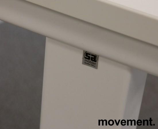 Lekkert skrivebord i hvitt fra SA Möbler, 140x70cm, pent brukt bilde 5
