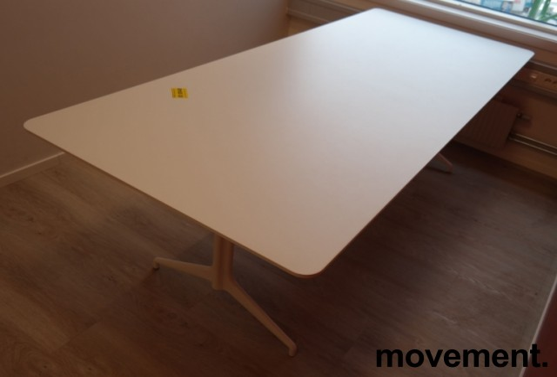 Møtebord i hvitt fra Foraform, modell Kvart, 240x100cm, pent brukt bilde 2