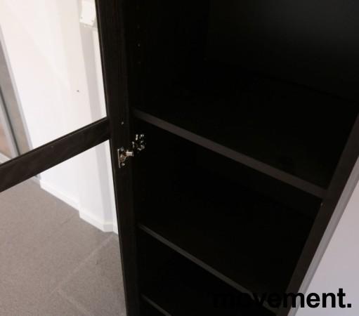 IKEA Billy / Oxberg bokhylle med glassdør i brunsort, bredde 40cm, høyde 202cm, pent brukt bilde 3