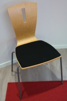Konferansestol / stablestol i bøk / sort stoff, pent brukt