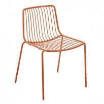 Kafestol / stol for uteservering i orangelakkert metall med pute fra Pedrali, modell Nolita, pent brukt