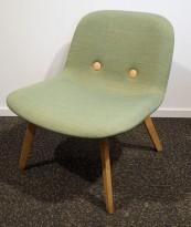 Loungestol / lenestol i grønt remix-stoff / eik fra Erik Jørgensen, modell Eyes wood lounge, pent brukt