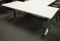 Skrivebord med elektrisk hevsenk i hvitt / krom fra Horreds, 180x80cm, pent brukt understell med ny plate