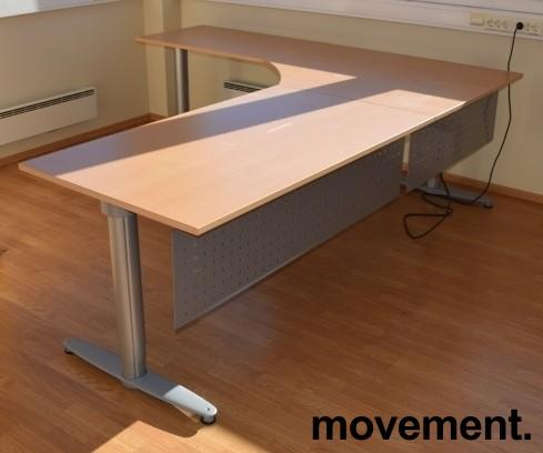 Kinnarps elektrisk hevsenk hjørneløsning skrivebord i bøk, 220x240cm, T-serie, med fotskjuler, pent brukt bilde 5