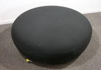 Loungemøbel, stor puff i sort stoff, Blå Station Pucca 3, Design: Stefan Borselius, pent brukt