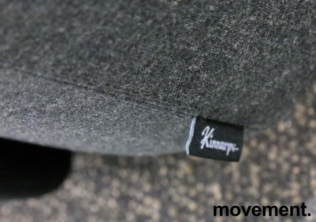 Lekker 2-seter alkovesofa med høy rygg fra Kinnarps, modell Fields, sort / grått stoff, pent brukt bilde 3