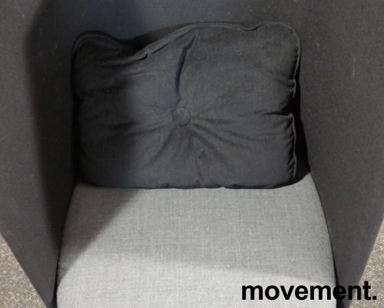 Lekker 1-seter alkovesofa / lenestol med høy rygg fra Kinnarps, modell Fields, sort / grått stoff, pent brukt bilde 4