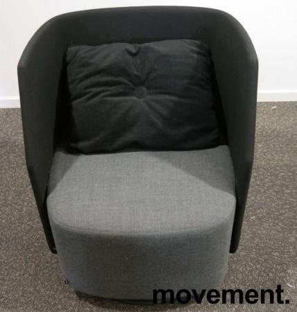 Lekker 1-seter alkovesofa / lenestol med lav rygg fra Kinnarps, modell Fields, sort / grått stoff, pent brukt bilde 2