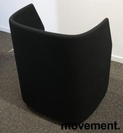 Lekker 1-seter alkovesofa / lenestol med lav rygg fra Kinnarps, modell Fields, sort / grått stoff, pent brukt bilde 3