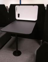 Skjermvegg med møtebord i sort fra Kinnarps, modell Fields, pent brukt