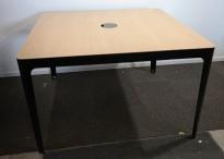 Barbord i eik / sortlakkert metall fra Materia, modell AVA, 140x140cm, høyde 87cm, pent brukt