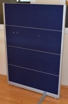 Skillevegg fra Kinnarps, modell Rezon i mørk blå, 100cm bredde, 145cm høyde, pent brukt