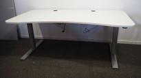 Duba B8 skrivebord med elektrisk hevsenk i hvitt, 180x94cm med mavebue, pent brukt