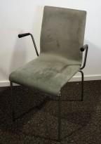 Konferansestol i grått mikrofiberstoff fra Pedrali, modell Kuadra, armlene, pent brukt