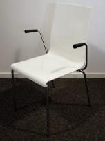 Konferansestol i hvit plast fra Pedrali, modell Kuadra, armlene, pent brukt
