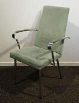 Konferansestol i lyst grønt mikrofiberstoff / krom, brukt med noe slitasje