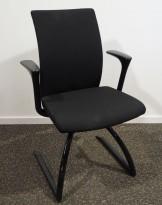 Konferansestol/besøksstol: Håg H04 Comm 4470 i sort stoff, sortlakkerte ben, pent brukt