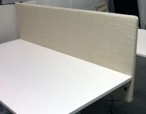 Bordskillevegg i lyst beige stoff fra Götessons, 160x65cm, pent brukt