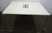 Møtebord / konferansebord i hvitt fra Lammhults, modell Campus, 140x140cm, kabelluke, pent brukt