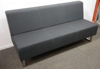 Loungesofa: Johanson Design U-sit 3-seter sofa i koksgrått stoff, bredde 180cm, pent brukt
