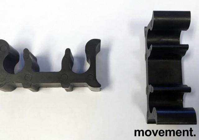 Solid konferansestol BIFA med sortlakkert metallramme og stofftrukket sete og rygg, NY/UBRUKT bilde 4