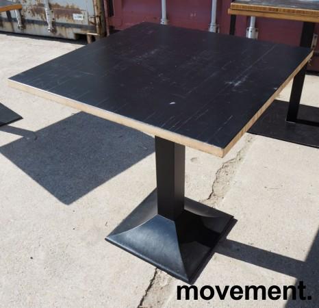 Kafebord med plate i sortlakkert bambus, natur kant, understell i sortlakkert metall, 70x70cm, H=73cm, pent brukt bilde 1