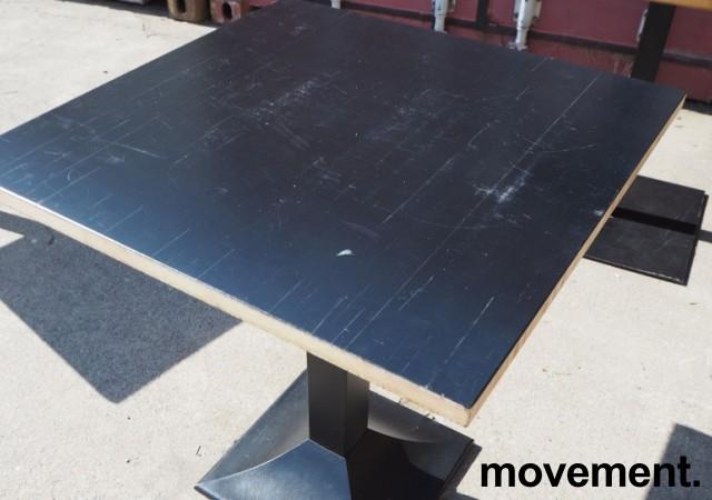 Kafebord med plate i sortlakkert bambus, natur kant, understell i sortlakkert metall, 70x70cm, H=73cm, pent brukt bilde 2