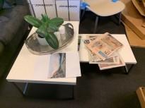 Sett med 2stk loungebord i hvit høyglans / krom, 102x49cm, brukt med noe slitasje
