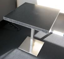 Kafebord fra Pedrali med plate i sort, understell i satinert stål, 70x70cm, H=75cm, pent brukt