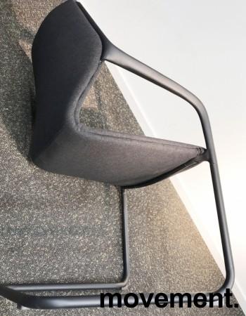 Konferansestol i grått/sort, sortlakkert ramme i metall, armlener, modell A9116, NY/UBRUKT bilde 3