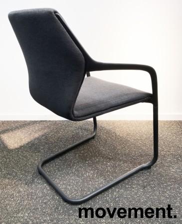 Konferansestol i grått/sort, sortlakkert ramme i metall, armlener, modell A9116, NY/UBRUKT bilde 2