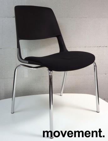 Stablebar konferansestol i sort, ben i krom, sete trukket i sort stoff, modell V206D11, NY/UBRUKT bilde 1