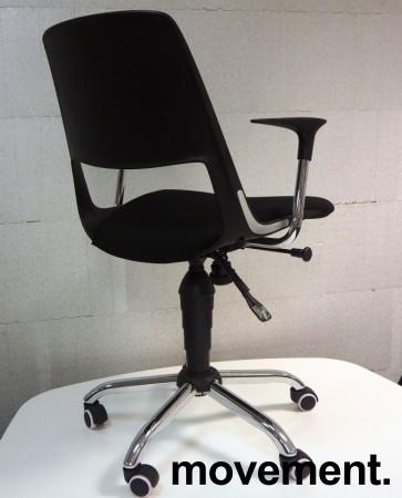 Konferansestol på hjul, sete trukket i sort stoff, krom kryss, modell S206A11, NY/UBRUKT bilde 2