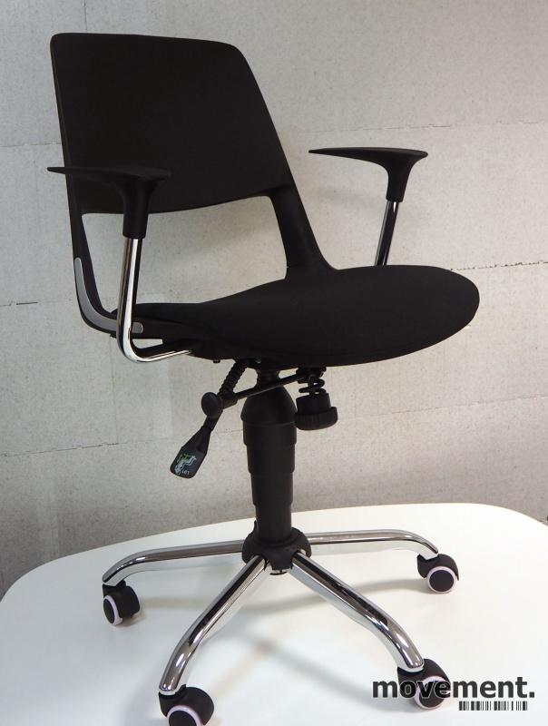 Konferansestol på hjul, sete trukket i sort stoff, krom kryss, modell S206A11, NY/UBRUKT bilde 1