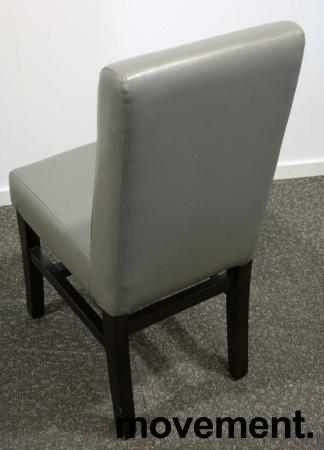Kaféstol / restaurantstol i grå skinnimitasjon / ben i mahognibeiset tre, pent brukt bilde 2
