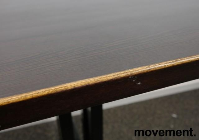 Kafebord med plate i brunt, understell i sortlakkert metall, 65x70cm, H=76cm, pent brukt bilde 2