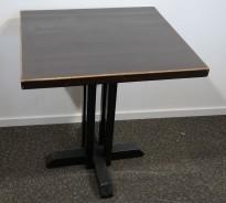 Kafebord med plate i brunt, understell i sortlakkert metall, 65x70cm, H=76cm, pent brukt