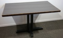 Kafebord med bordplate i brunt / understell i sortlakkert metall, 120x70cm bordplate, 76cm høyde, pent brukt