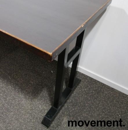 Kafebord med bordplate i brunt / understell i sortlakkert metall, 185x70cm bordplate, 76cm høyde, pent brukt bilde 2