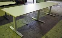 Møtebord / kantinebord / stort skrivebord i hvitt fra SA Möbler, 300x82cm, pent brukt