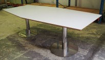 Møtebord / konferansebord i lys grå / krom, 240x120cm, passer 6-8 personer, pent brukt