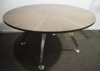 Rundt møtebord i valnøtt fra Sedus, Ø=145cm, ben i polert aluminium, pent brukt