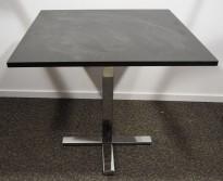 Loungebord / Kantinebord / Kafebord i sort linoleum / krom fra Ragnars, 80x80cm, 73cm høyde, pent brukt