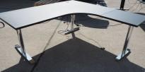 Svenheim elektrisk hevsenk hjørneløsning skrivebord i sort / krom, 180x180cm, sving på høyre side, T-serie, pent brukt